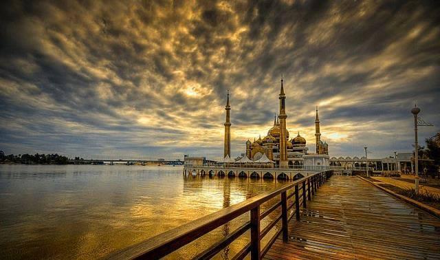 8333 Kristal camii Malezya